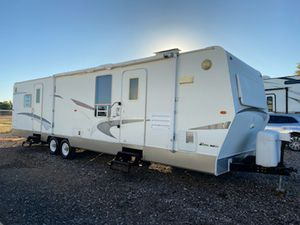 2005 Marathon 33ft Travel Trailer With 2 Large Slide Outs for Sale in Gilbert, AZ