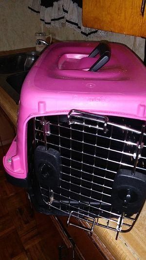 Casa de perro o gato for Sale in Providence, RI