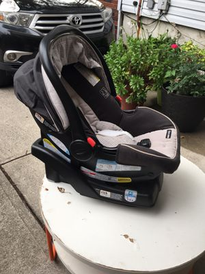 Graco baby car seat with base for Sale in Jersey City, NJ