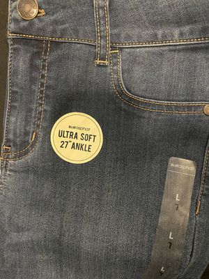 Brand new jeans for Sale in Everett, WA