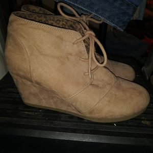 Wedge boot city triangles size 8.5 for Sale in Nashville, TN
