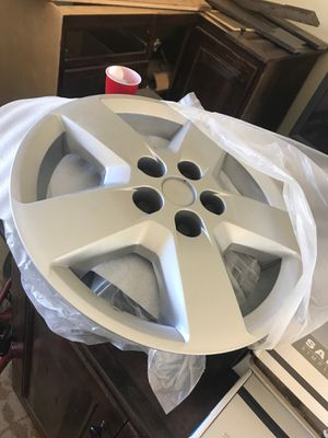 """Chevy Malibu plastic hubcaps 16"""" for Sale in Madera, CA"""