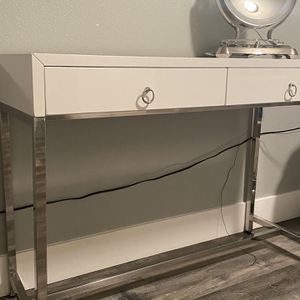 Beautiful Makeup table , White, two Drawers for Sale in Vancouver, WA