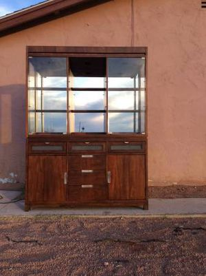 Beautiful Somerton Buffet & Hutch (Free Delivery) for Sale in Las Vegas, NV