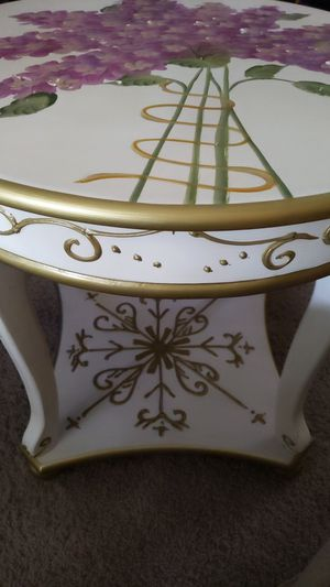 Wisteria End/Side Table- Like New for Sale in Hanford, CA
