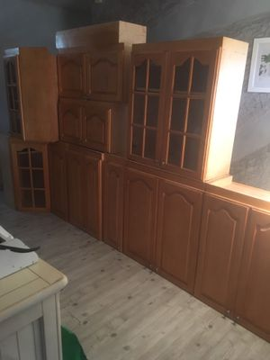16 Piece Kitchen Cabinetry W/Granite Countertops for Sale in Oakland Park, FL