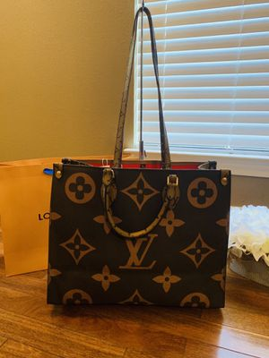 NEW LARGE LEATHER 2 TONE PURSE for Sale in Cedar Hill, TX