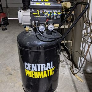 Like New 2.5 Hp Air Compressor. **PENDING PICK UP** for Sale in Hurst, TX