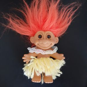 "Russ 4"" Hawaiian Hula Dancer Girl Troll Orange Hair Yellow Grass Skirt Vintage for Sale in Lomita, CA"