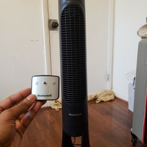 Honeywell QuietSet Tower Fan With Remote for Sale in Silver Spring, MD
