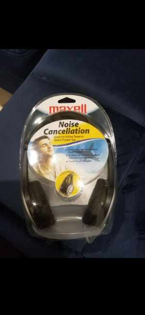 SEALED MAXELL NOISE CANCELLATION HEADPHONES(NEW) for Sale in Delray Beach, FL