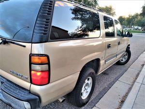 9 passenger!! 2005 chevy suburban!! Similar to tahoe Yukon escalade Expedition explorer for Sale in Phoenix, AZ