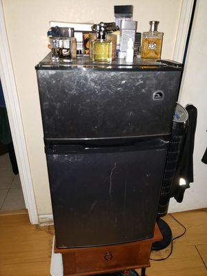 Small room size refrigerator for Sale in Haines City, FL