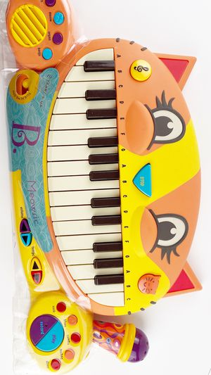 New B Toys Cat Piano keyboard with Microphone toy for Sale in Fontana, CA
