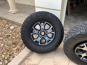 2019 Jeep Rubicon 5 wheels with tires. for Sale in Hialeah, FL