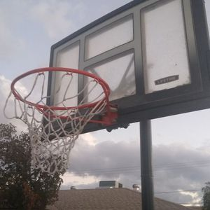 OUTDOOR BASKETBALL HOOP for Sale in Tempe, AZ