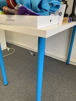 Small Table/Desk for Sale in Belmont, CA