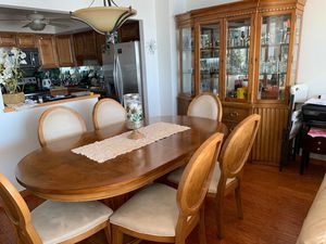 Dinning table with 6 chairs for Sale in Hollywood, FL