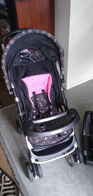 Baby car seat and stroller for Sale in Kansas City, KS