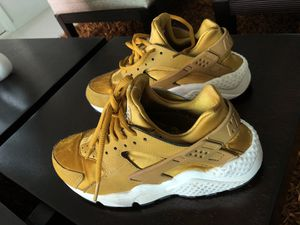 Nike GOLD shoes for Sale in Key Biscayne, FL