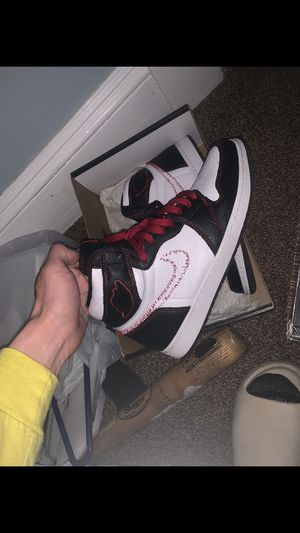 Jordan 1 OG defiant size 11 worn 2-3 times very clean 9.5/10 condition no box 100% authentic trades cash being accepted for Sale in Parma, OH
