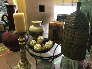 Home accents everything for 20.00 for Sale in Orlando, FL