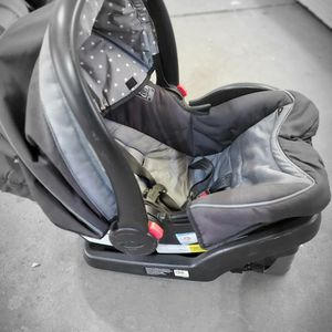 Graco Baby Seat and Transport for Sale in Brockton, MA