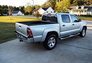 Amazing 2005 Toyota Tacoma 4WDWheels Clean Title for Sale in Washington, DC