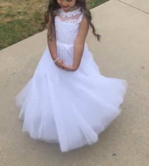 Beautiful white flower girl dress size 4/5 for Sale in Utica, MI