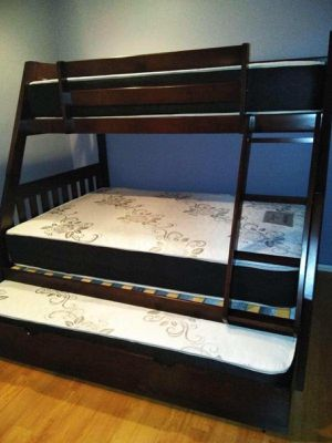 TWIN/FULL/TWIN BUNK BEDS W MATTRESSES INCLUDED. for Sale in Corona, CA