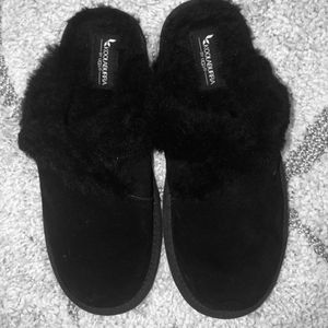Brand New Never Worn Women's UGG Slippers. See Size In Photos. for Sale in Sudley Springs, VA