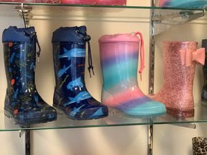 Rain boots for kids boys and girls 11,12,13,1,2,3,4 for Sale in Cudahy, CA