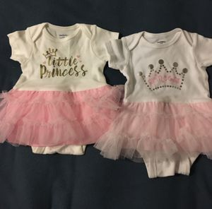10 PIECES OF CLOTHING FOR BABY GIRLS SIZE 0-12 MONTHS for Sale in Joint Base Lewis-McChord, WA