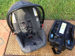 GRACO SNUGRIDE CLICK CONNECT 30 INFANT CAR SEAT * CHECK PICTURES AND MY OFFERS * SERIOUS BUYERS PLEASE for Sale in Miami, FL
