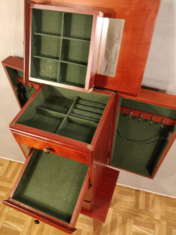 """Nice jewelery box in good condition. L13.3""""*W9.5""""*H35.25"""""""