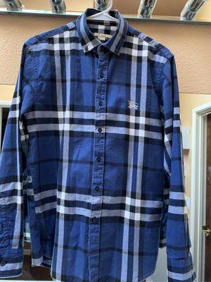 Burberry original la use 2 veces sor large y la camisa es medium como nueva for Sale in Fontana, CA