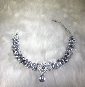 Women's Crystal & Pearl Necklace for Sale in Tracy, CA
