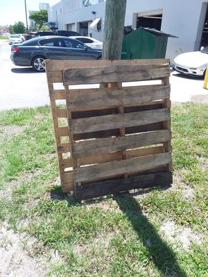 Couple pallets FREE for Sale in Hallandale Beach, FL
