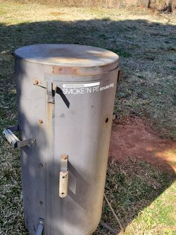 Old Vertical Smoker And Fish Fryer for Sale in Inman,  SC