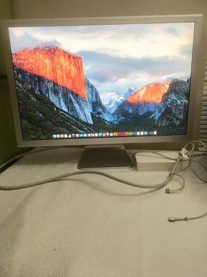 """30"""" Apple Cinema Display // WORKS WELL // with all cords + POWER BRICK // Ready to USE // AntiGLARE // EXCELLENTn for Sale in Schaumburg, IL"""
