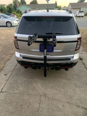Thule 4 bike hitch bicycle carrier for Sale in Fremont, CA