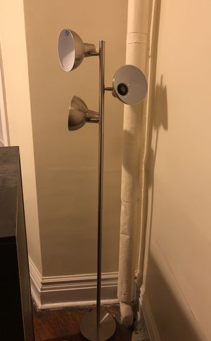 3 bulb floor lamp for Sale in Boston, MA