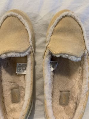 Uggs Hailey Cream Slippers Size 8 for Sale in Houston, TX