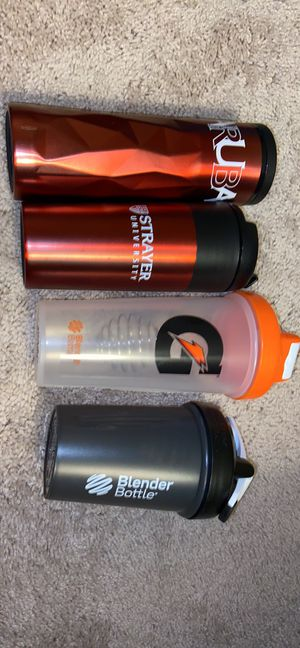 2 travel coffee mugs and 2 blender bottles with balls for Sale in Johns Island, SC