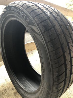 2 Lionhart 275/40r20 tires for Sale in Ranson, WV