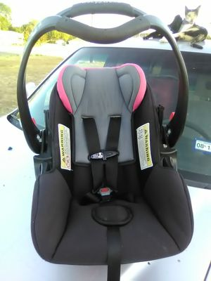Hardly used very nice Baby Trend infant car seat for Sale in Harker Heights, TX