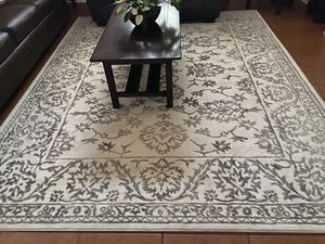 Aprox 8 x 10 ft excellent condition rug for Sale in Tucson, AZ