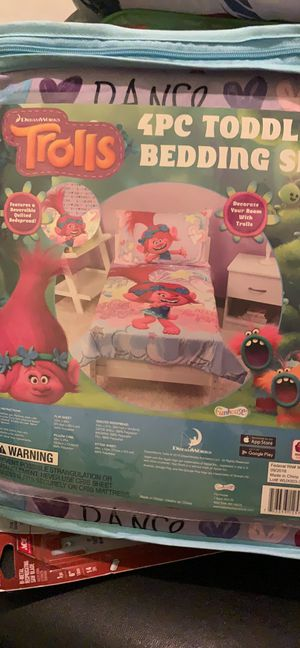 Toddler bedding set Trolls for Sale in Seagoville, TX