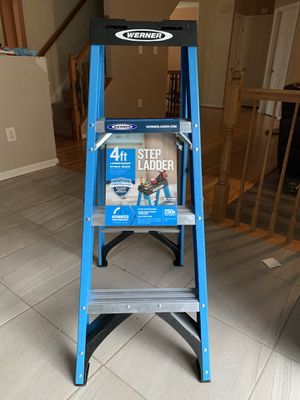 4ft Fiberglass step ladder for Sale in Bowie, MD