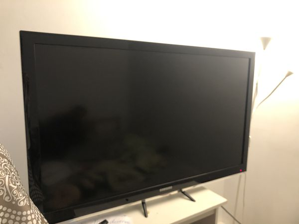 Samsung 50 inch TV with Stand and Hanger